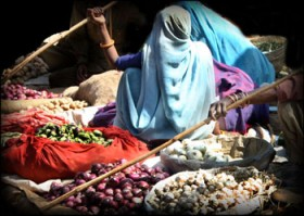 Christine Mika, </span><span><em>Bundi Market, 2004</em>, </span><span>digital photograph (9x12 inches)