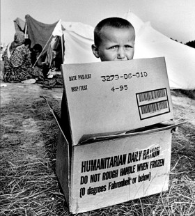 Christian Jungeblodt/GlobalAware, </span><span><em>A Daily Ration of Humanitarianism</em>, </span><span>18x12