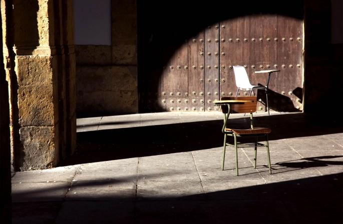 Alice Dixon, </span><span><em>&lt;i&gt;Dos Sillas&lt;/i&gt; from &lt;i&gt;Sillas en la Universidad de Sevilla&lt;/i&gt;, 2004.</em>, </span><span>Giclee Print, 10.5 x 16 inches