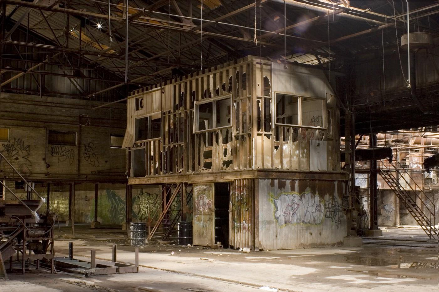 Marnie Salsky, </span><span><em>shed, 2006</em>, </span><span>,   x