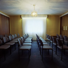 Scott Chandler, </span><span><em>Untitled #2 Funeral Home Series, 2006</em>, </span><span>chromogenic print, 48 x 48 cm