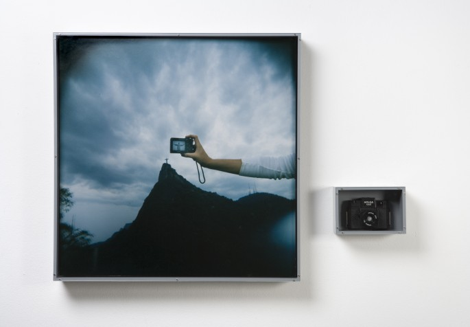 Rosângela Rennó, </span><span>framed colour photograph and camera, 78 x 78 cm and 15 x 22 cm