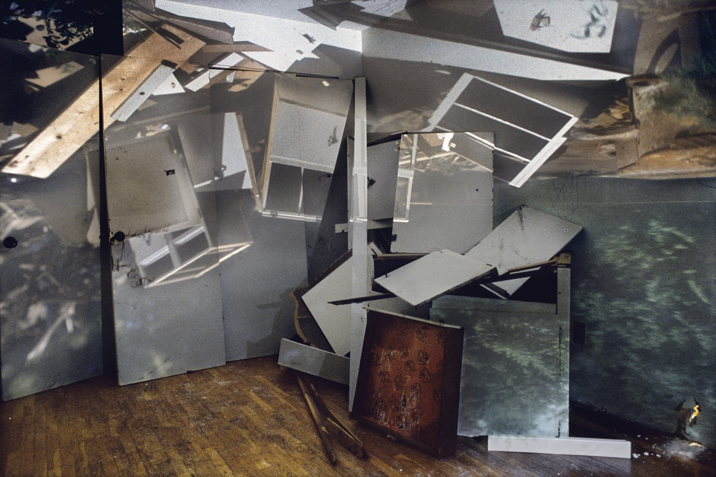 James Nizam, </span><span><em>&lt;I&gt;Pile of Cabinets in A Room&lt;/i&gt;, 2007</em>, </span><span>24 x 36