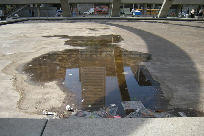 Mara Kravis, </span><span><em>City in a Puddle</em>, </span><span>2009