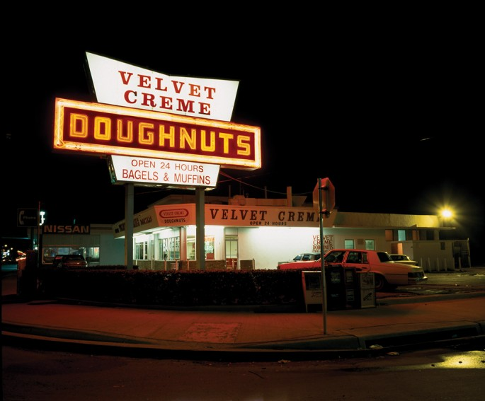Patty Carroll, </span><span><em>Doughnuts , Miami, FL</em>, </span><span>2002