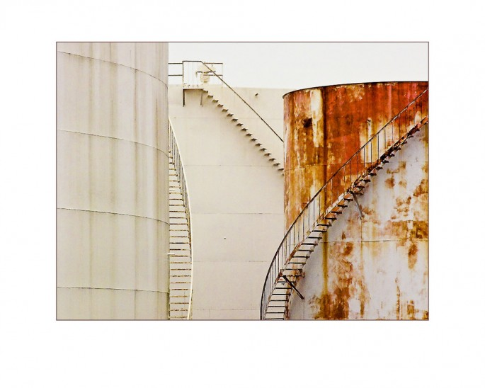 Douglas Ganton, </span><span><em>Oil Storage Tanks</em>, </span><span>2008