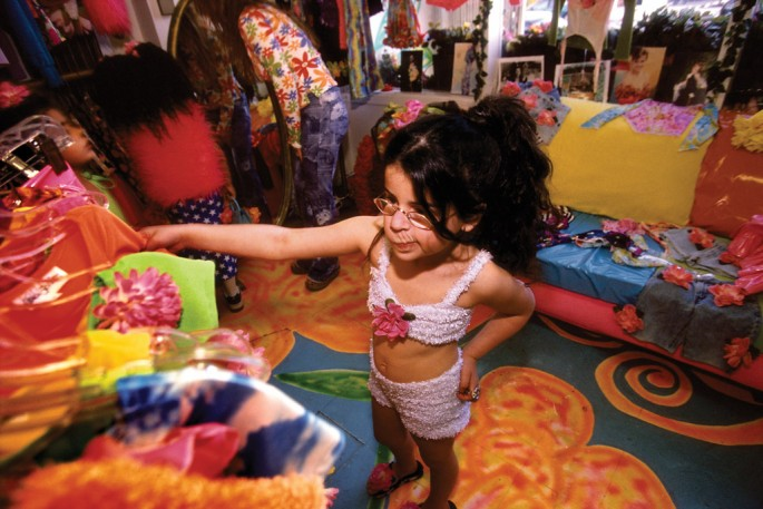 Lauren Greenfield, </span><span><em>Lily, 5, shops at Rachel London's Garden, where Britney Spears has some of her clothes designed, Los Angeles, California</em>, </span><span>2004-2009 Lauren Greenfield/INSTITUTE