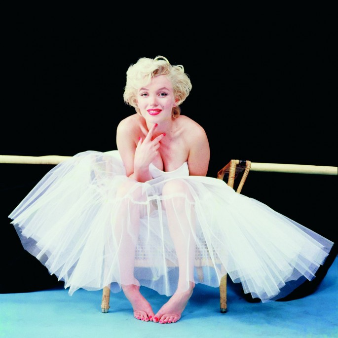 "Milton H. Greene, </span><span><em>Marilyn Monroe, New York City, ""Ballerina Sitting""</em>, </span><span>1954 © Joshua Greene www.legendslicensing.com"