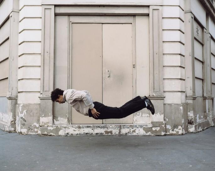 Denis Darzacq, </span><span><em>La Chute No. 9</em>, </span><span>2006 Courtesy of the artist.