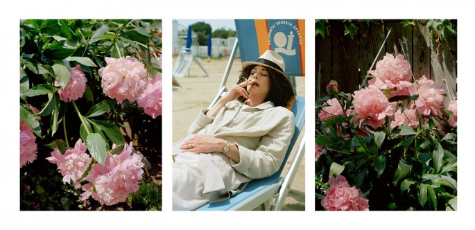 Suzy Lake, </span><span><em>Peonies and the Lido #7, Performance/photography</em>, </span><span>2002 Courtesy of the artist