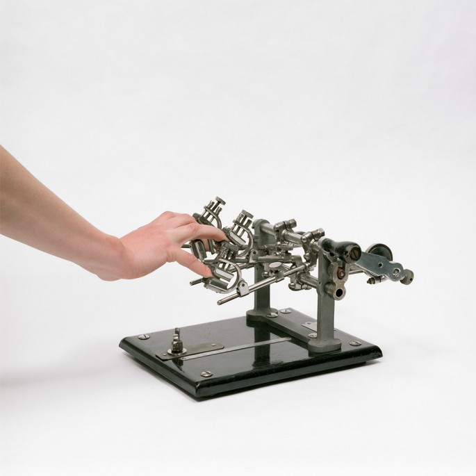 Robert Bean, </span><span><em>Finger Apparatus</em>, </span><span>2010 Courtesy of the artist.