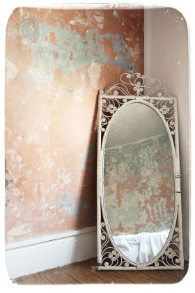 Emma McIntyre, </span><span><em>Wells Street</em>, </span><span>2011