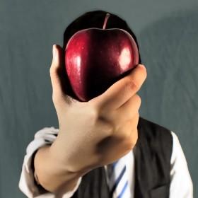 Eileen Bethune, </span><span><em>Referencing Magritte</em>, </span><span>2012