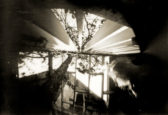 Peggy Taylor Reid, </span><span><em>Pinhole 1 918 in May</em>, </span><span>2011