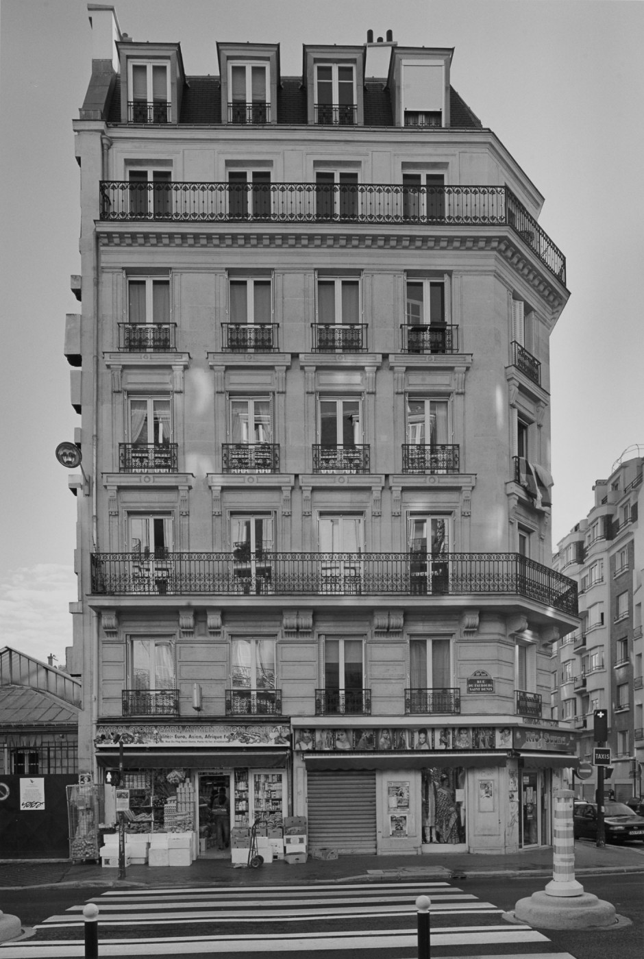 Peter MacCallum, </span><span><em>Rue du Faubourg Saint Denis: Façade of No. 192, Corner of Rue Demarquay</em>, </span><span>2010