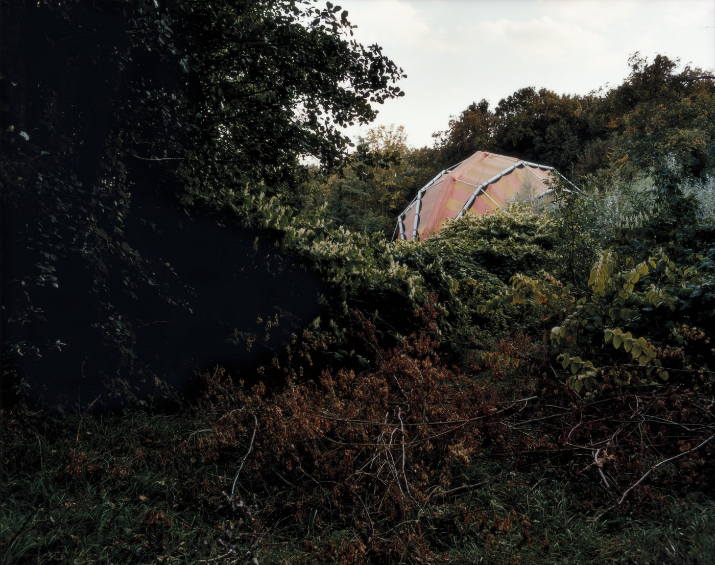 Lynne Marsh, </span><span><em>Cinema 2000 Tent</em>, </span><span>2011 Courtesy of Galerie Donald Browne, Montreal