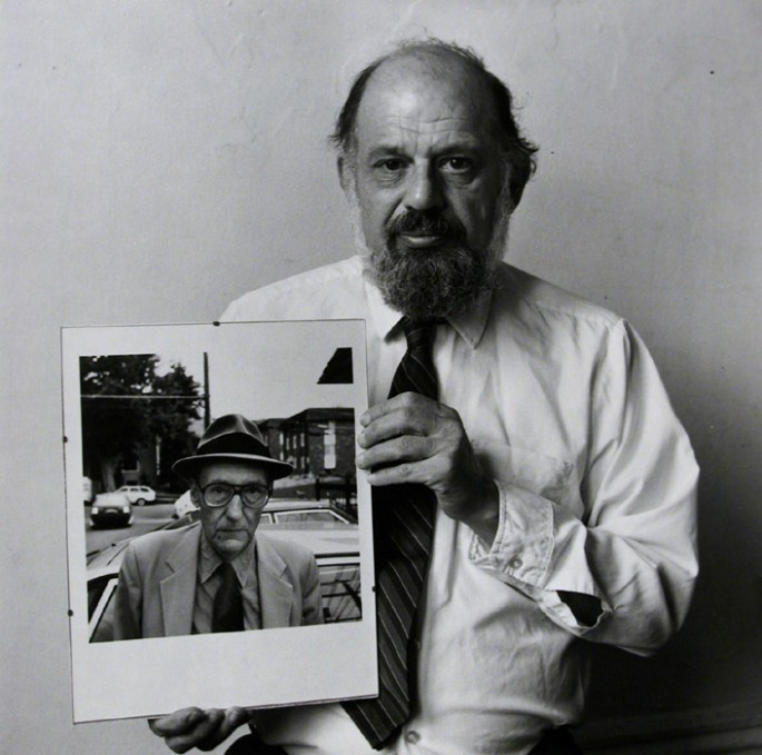 Robert Giard, </span><span><em>Allen Ginsberg with his own portrait of Burroughs</em>, </span><span>1986  © Estate of Robert Giard / Courtesy of Stephen Bulger Gallery