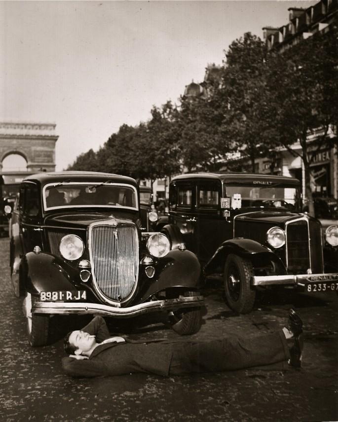 Unknown, </span><span><em>Champs-Élysées</em>, </span><span>c 1930