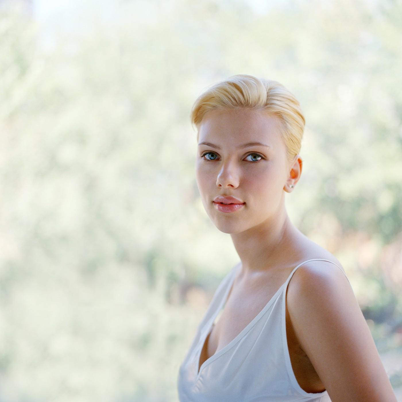 Derek Shapton, </span><span><em>Scarlett Johansson</em>, </span><span>September 19, 2004