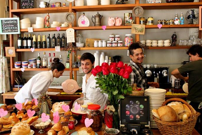 Andrew Fleming, </span><span><em>Buenos Aires Bakery</em>, </span><span>2013