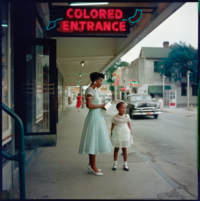 Gordon Parks, </span><span><em>Department Store, Mobile, Alabama</em>, </span><span>1956 Courtesy and copyright The Gordon Parks Foundation.