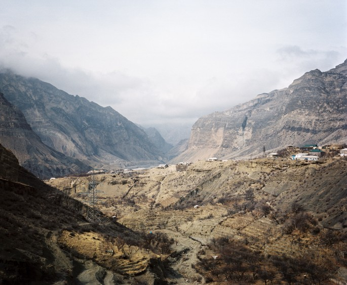 Rob Hornstra, </span><span><em>Gimry, Dagestan</em>, </span><span>2012 © Rob Hornstra / Flatland Gallery. From: An Atlas of War and Tourism in the Caucasus (Aperture, 2013)