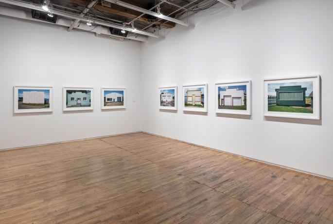 Installation view , </span><span><em>Steve Payne: False Fronts</em>, </span><span> Photo © Toni Hafkenscheid
