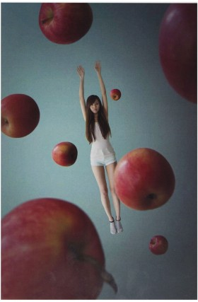 Tsu Ting Hsu, </span><span><em>Gravity X Apple</em>, </span><span>2013