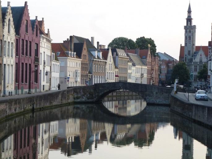 Amy Alsop, </span><span><em>Canals in Brugge Belgium</em>, </span><span>2013