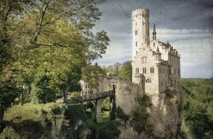 Tammy Hoy, </span><span><em>Lichtenstein Castle</em>, </span><span>2014