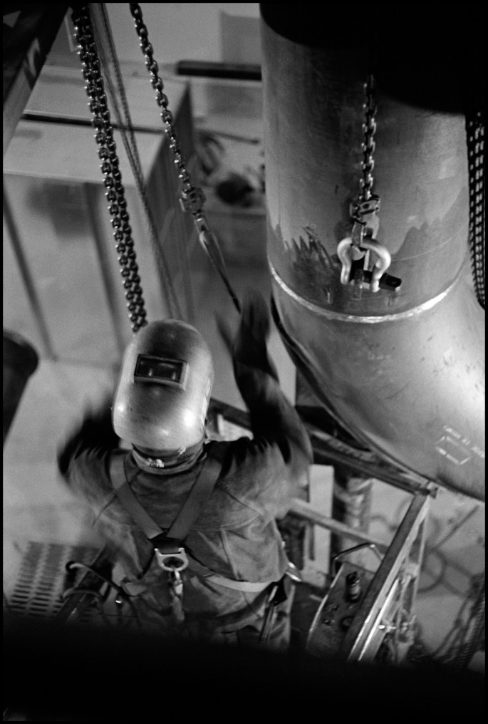 Larry Towell, </span><span><em>Welder Underground, Union Station, Toronto</em>, </span><span>2013 Courtesy of the artist/Magnum Photos