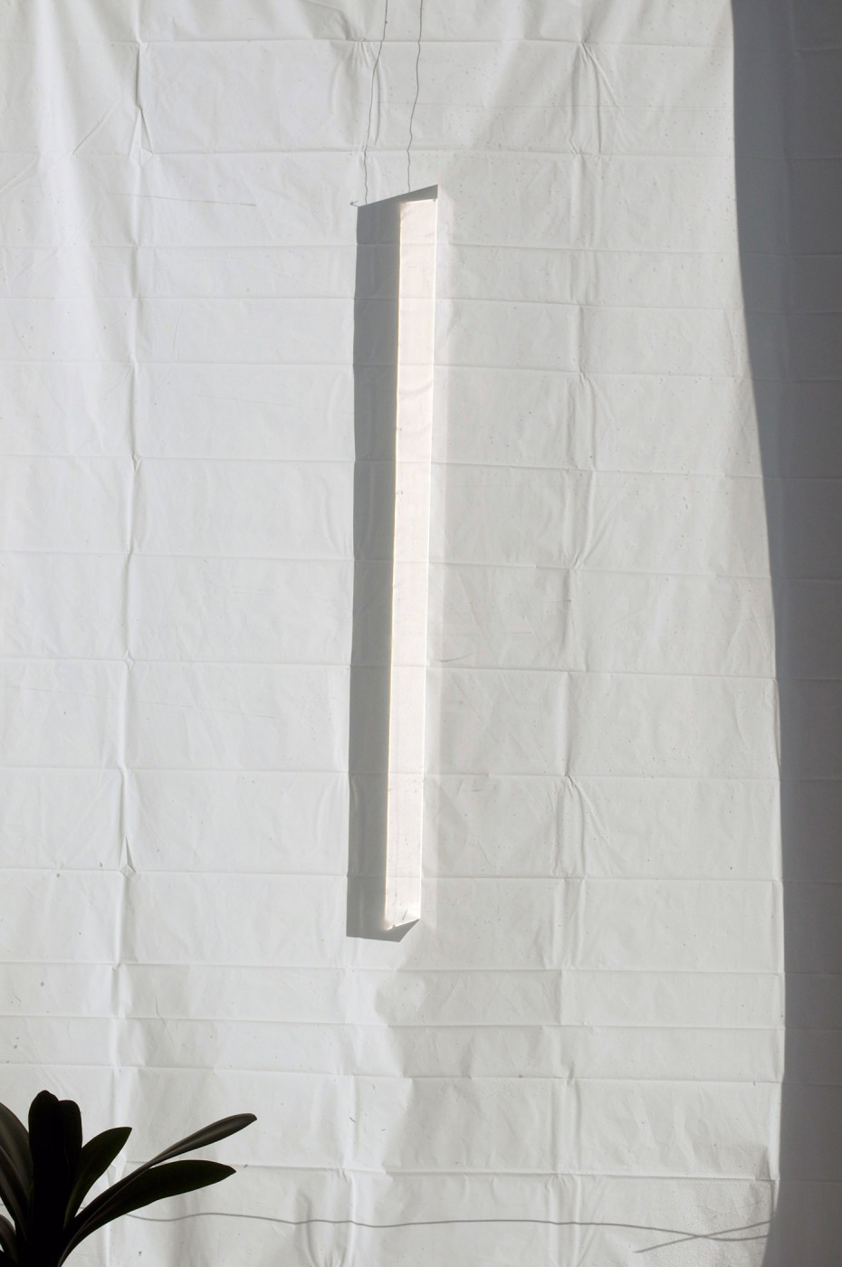 Ève K. Tremblay, </span><span><em>Clair Obscur dans l'atelier de mon père #2 (prisme et rideau de douche)</em>, </span><span>2013. Courtesy of the artist.