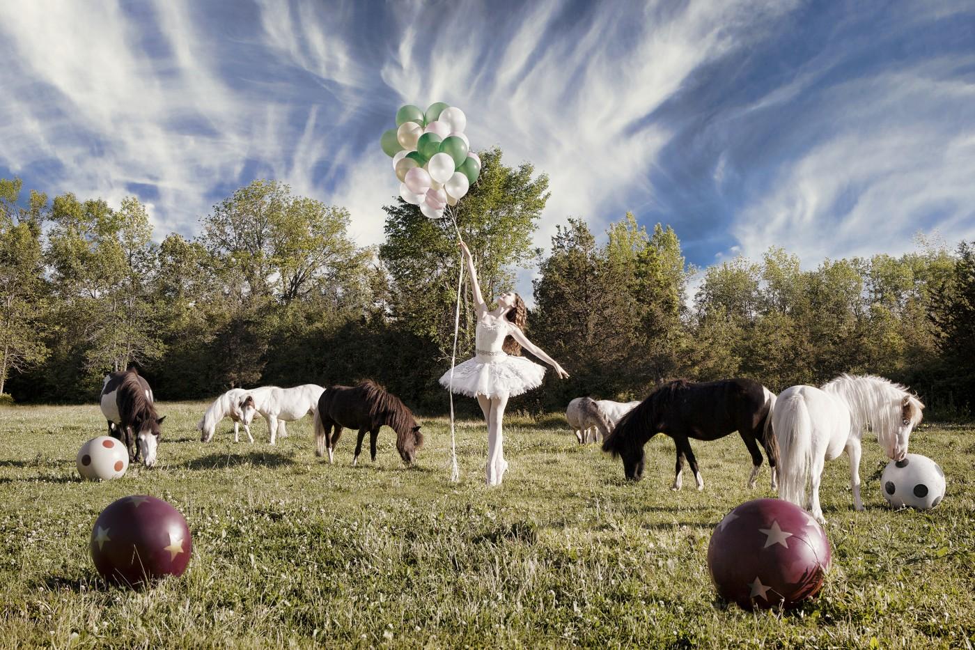 Natalia Dolan , </span><span><em>Land on the Fifth</em>, </span><span>2015