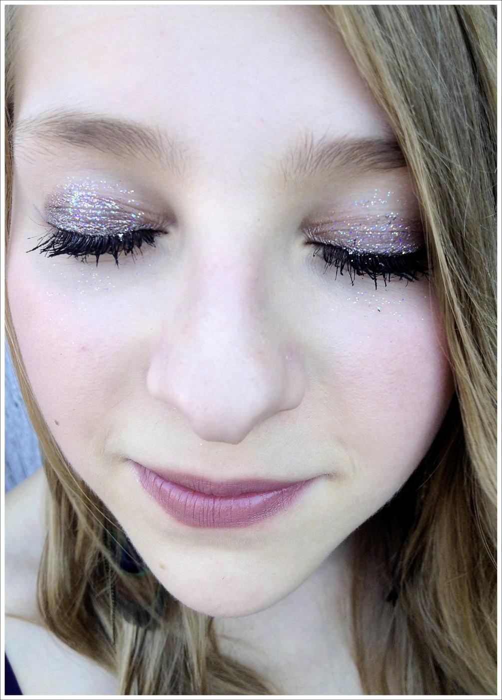 Leala the Great, </span><span><em>Sparkly eyes girl with eyes shut</em>, </span><span>2012