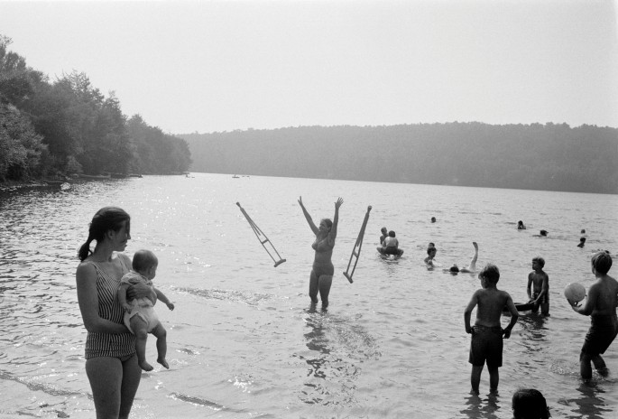 "Joel Meyerowitz, </span><span><em>Anawanda Lake, New York</em>, </span><span>1970. Archival pigment print, 11 x 14"". Courtesy of Howard Greenberg Gallery."