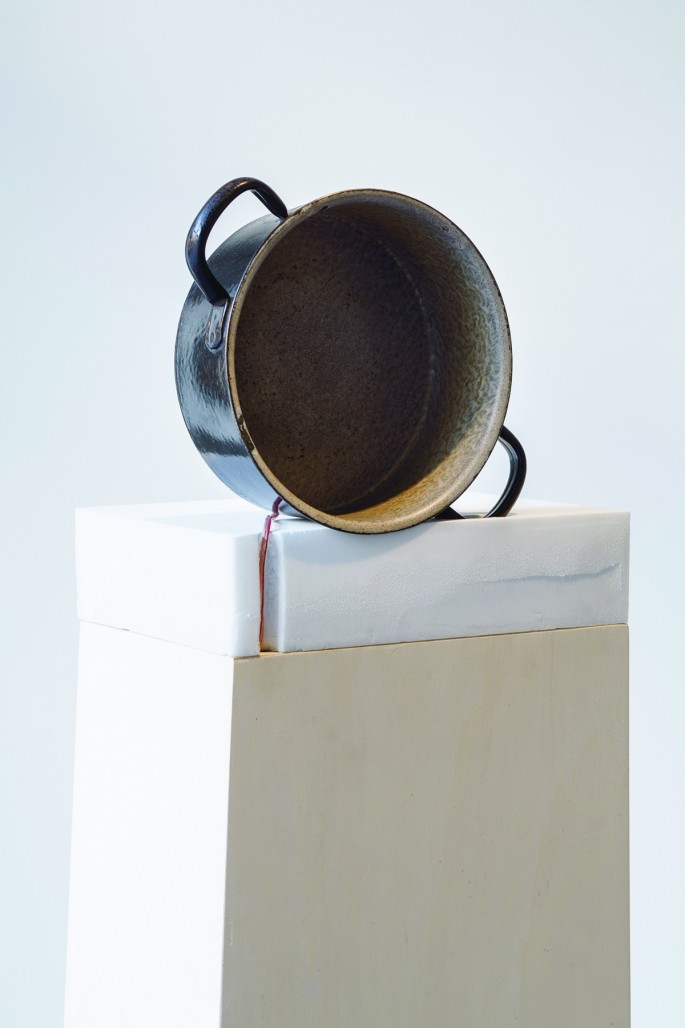 Emma Waltraud Howes, </span><span><em>Ram-Tam-Tam! Rat-a-Tat-Tat! from the installation: Stage Directions for a Mouth</em>, </span><span>2014, Cast iron pot, exciter amplifier, Dimensions Variable