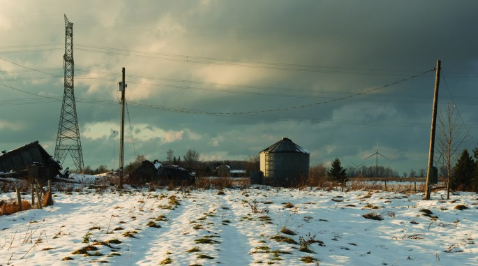Lisa Murzin, </span><span><em>Farm Landing, Certain Debarquements</em>, </span><span>2015. Chromogenic print, 30 x 36&quot;. Courtesy of the artist.