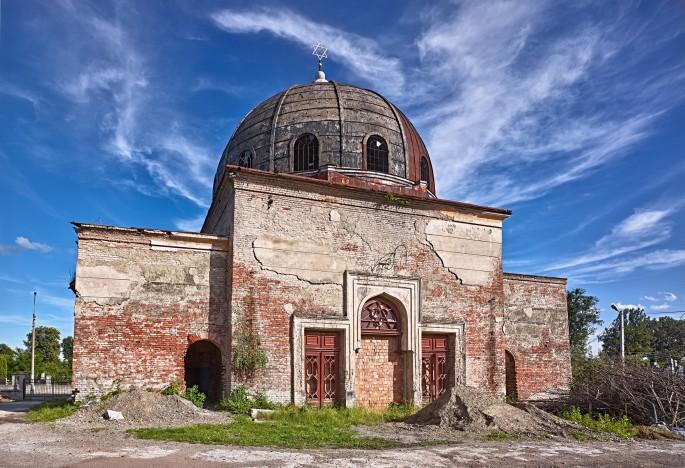 David Kaufman, </span><span><em>The crumbling funeral hall in Chernivtsi's Zelena Street Jewish cemetery, Ukraine</em>, </span><span>2016
