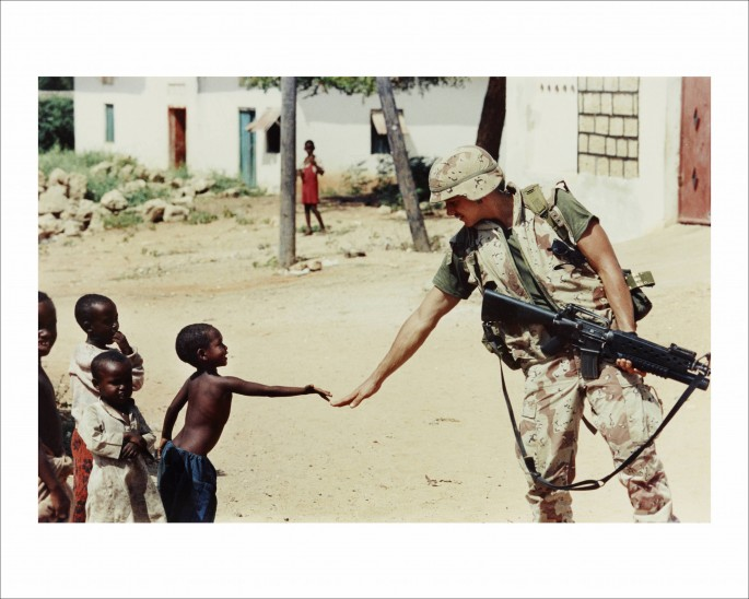Dan Eldon, </span><span><em>Untitled (A US soldier and a Somali boy)</em>, </span><span>1992