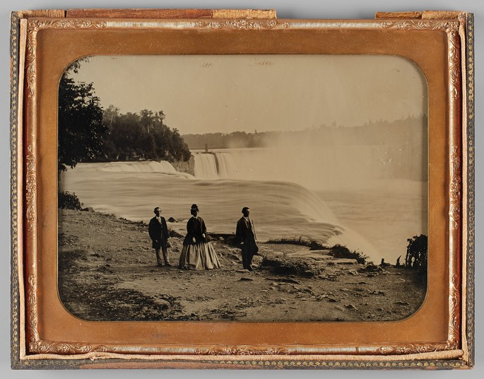 Platt Babbitt, </span><span><em>A Party of Three Tourists Visiting Niagra Falls</em>, </span><span>c. 1855. Ambrotype, 6.7 x 8.5&quot;. Purchase, funds donated by Penny Rubinoff, 2015. © 2017 Art Gallery of Ontario.
