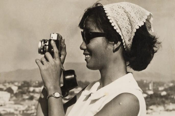 Sang Thai, </span><span><em>Luong with a 35mm camera, Nha Trang, Khánh Hòa, Vietnam</em>, </span><span>1962. Gelatin silver print. Courtesy of the Lu-Thai family.