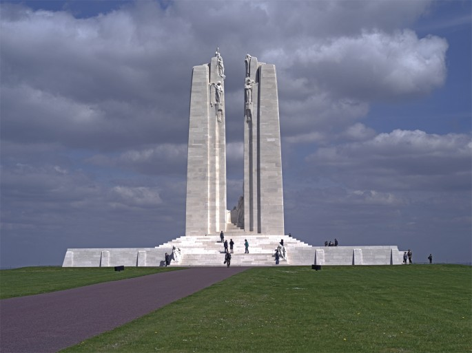 Shelley Niro, </span><span><em>Monument at Vimy Ridge</em>, </span><span>2015.