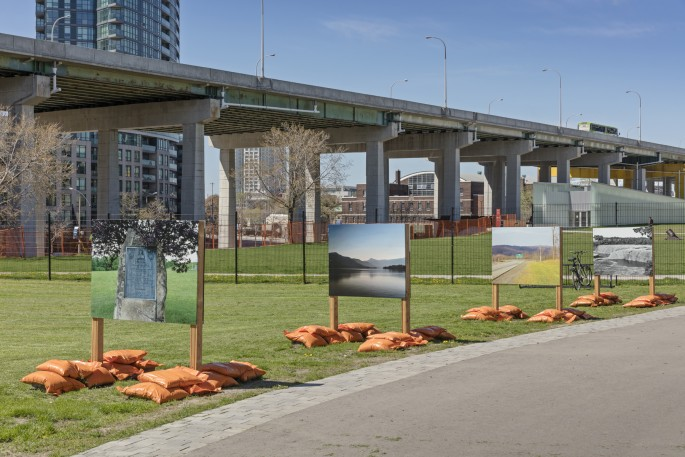Shelley Niro, </span><span><em>Battlefields of my Ancestors</em>, </span><span>Installation view at Fort York National Historic Site, 2017. Photo by Toni Hafkenscheid.